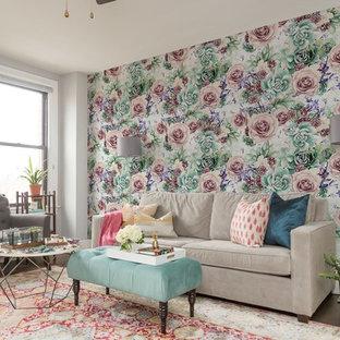 Aménagement d'un salon classique de taille moyenne et fermé avec un mur multicolore et moquette.