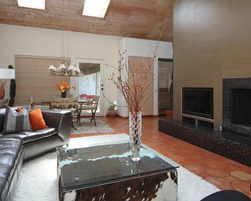 Salon avec un sol en carreau de terre cuite et un mur orange photos et id e - Mitre en terre cuite pour cheminee ...