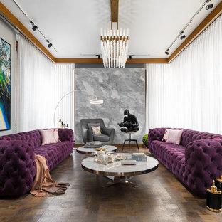 Mittelgroßes, Repräsentatives Modernes Wohnzimmer mit braunem Holzboden, braunem Boden und grauer Wandfarbe in Delhi