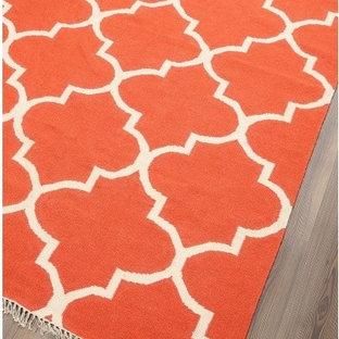 サンフランシスコの小さいアジアンスタイルのおしゃれなリビング (カーペット敷き、オレンジの床) の写真