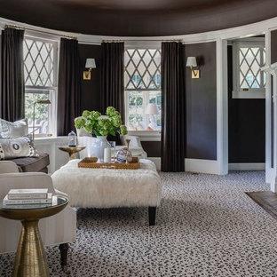 Foto de salón para visitas cerrado, costero, con moqueta, chimenea tradicional, suelo multicolor y paredes marrones