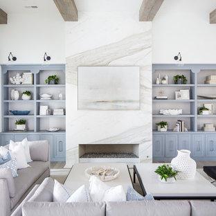 サンディエゴの地中海スタイルのおしゃれなリビング (白い壁、淡色無垢フローリング、横長型暖炉、石材の暖炉まわり) の写真