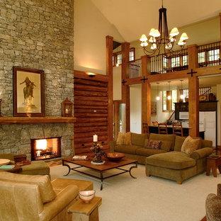 Idee per un grande soggiorno rustico aperto con sala formale, pareti beige, parquet scuro, camino classico, cornice del camino in pietra e nessuna TV