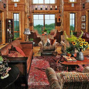 Bild på ett mycket stort rustikt allrum med öppen planlösning, med ett finrum, beige väggar, mellanmörkt trägolv, en standard öppen spis och en spiselkrans i sten