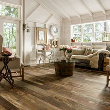 Rustic Living Room by EXPERT FLOORING SOLUTIONS