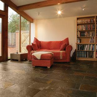 Diseño de salón abierto, rural, de tamaño medio, sin televisor, con suelo de pizarra