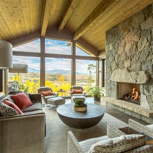 Idee per un soggiorno stile rurale con camino classico e nessuna TV