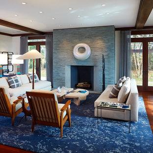 Idee per un grande soggiorno minimalista aperto con sala formale, pareti bianche, parquet scuro, nessuna TV, camino classico e cornice del camino in pietra