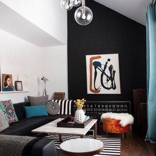Ispirazione per un piccolo soggiorno design con pareti nere e parquet scuro