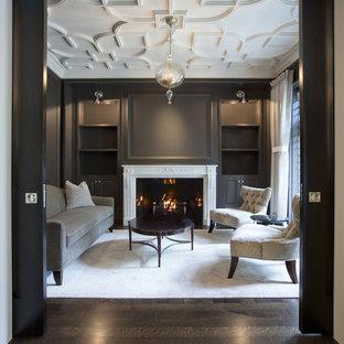 シカゴのトラディショナルスタイルのおしゃれな独立型リビング (フォーマル、グレーの壁、テレビなし、濃色無垢フローリング、標準型暖炉) の写真