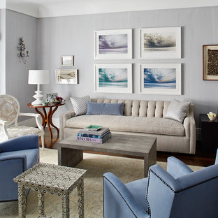 Esempio di un soggiorno tradizionale di medie dimensioni e chiuso con sala formale, pareti viola, parquet scuro, camino classico, cornice del camino in metallo, nessuna TV e pavimento marrone
