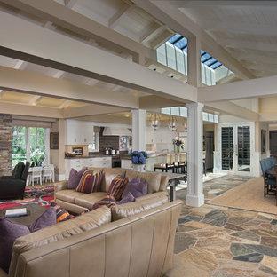 Inspiration pour un très grand salon traditionnel ouvert avec une cheminée standard et un manteau de cheminée en pierre.