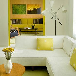 Ejemplo de salón cerrado, minimalista, de tamaño medio, sin televisor, con paredes blancas y suelo de baldosas de cerámica