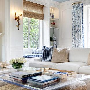 Idee per un soggiorno design di medie dimensioni e aperto con sala formale, pareti bianche, pavimento in legno massello medio, camino classico, cornice del camino in cemento e nessuna TV