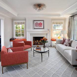 Diseño de salón para visitas vintage, grande, sin televisor, con suelo de madera oscura, chimenea tradicional, marco de chimenea de baldosas y/o azulejos y paredes grises