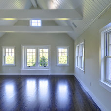 Traditional  by Yankee Barn Homes