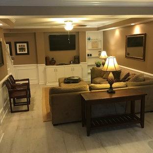 Foto de salón para visitas abierto, clásico, de tamaño medio, sin chimenea, con paredes marrones, suelo de madera clara, televisor colgado en la pared y suelo blanco
