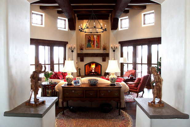 Houzz tour east meets southwest in new mexico home for Southwestern living room designs