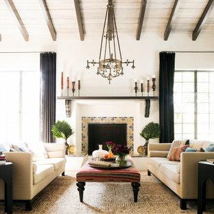 Foto på ett medelhavsstil vardagsrum, med vita väggar, mellanmörkt trägolv, en standard öppen spis, en spiselkrans i trä och brunt golv