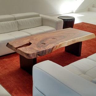 サンフランシスコの中サイズのモダンスタイルのおしゃれな独立型リビング (白い壁、セラミックタイルの床、テレビなし、白い床、横長型暖炉) の写真