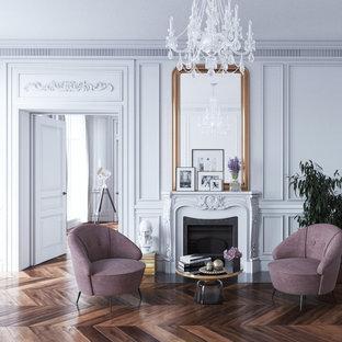 ニューヨークの大きいヴィクトリアン調のおしゃれな独立型リビング (フォーマル、濃色無垢フローリング、標準型暖炉、テレビなし、白い壁) の写真