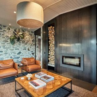 Foto di un grande soggiorno contemporaneo aperto con pareti grigie, pavimento in legno verniciato, camino lineare Ribbon, pavimento marrone, soffitto in perlinato e soffitto a volta