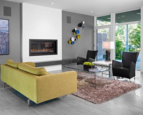 Salon avec un sol en carrelage de porcelaine et un mur for Salon avec carrelage gris