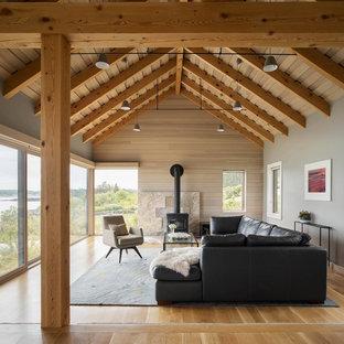 Foto de salón marinero con paredes grises, estufa de leña y suelo de madera en tonos medios