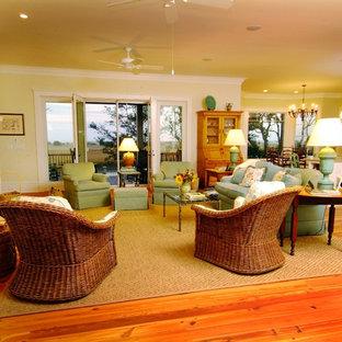 チャールストンの中サイズのビーチスタイルのおしゃれなLDK (フォーマル、ベージュの壁、淡色無垢フローリング、標準型暖炉、木材の暖炉まわり、テレビなし、茶色い床) の写真