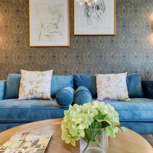Ejemplo de salón abierto, ecléctico, pequeño, sin chimenea, con paredes negras, suelo de madera en tonos medios y televisor colgado en la pared