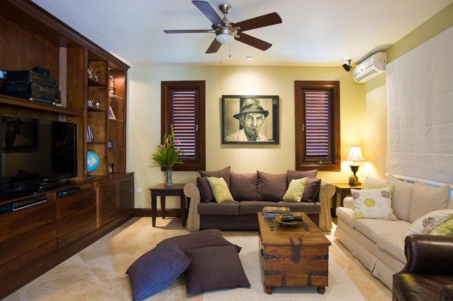 Tropical Living Room by RUMA