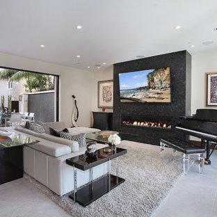 Imagen de salón con rincón musical actual con paredes blancas, chimenea lineal y televisor colgado en la pared