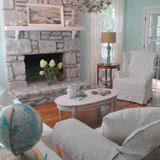 Beach Style Living Room by Kristie Barnett, The Decorologist