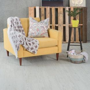 Idee per un soggiorno stile marino con pavimento in vinile