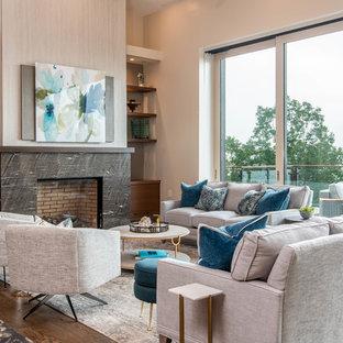 Cette image montre un grand salon vintage ouvert avec un sol en bois foncé, une cheminée standard, un mur beige, un manteau de cheminée en carrelage et un sol marron.