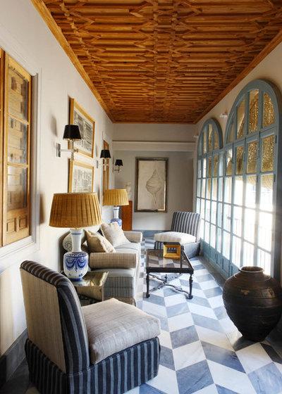 Mediterranean Living Room by Lorenzo Castillo