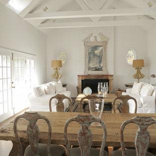 Foto di un soggiorno shabby-chic style aperto con sala formale, pareti bianche, camino classico e nessuna TV