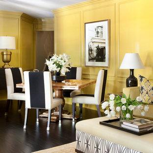 リトルロックの大きいトランジショナルスタイルのおしゃれな独立型リビング (黄色い壁、暖炉なし、テレビなし、濃色無垢フローリング) の写真