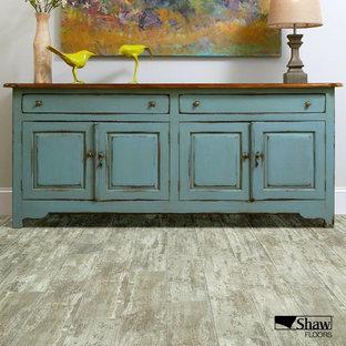 他の地域のラスティックスタイルのおしゃれなリビング (淡色無垢フローリング、茶色い床) の写真
