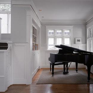 Diseño de salón con rincón musical clásico pequeño