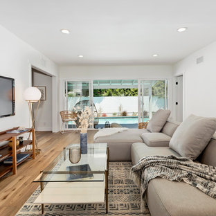 Beach style living room photo in Los Angeles