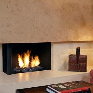 ロサンゼルスの大きいトランジショナルスタイルのおしゃれなLDK (ベージュの壁、淡色無垢フローリング、石材の暖炉まわり、テレビなし、コーナー設置型暖炉) の写真