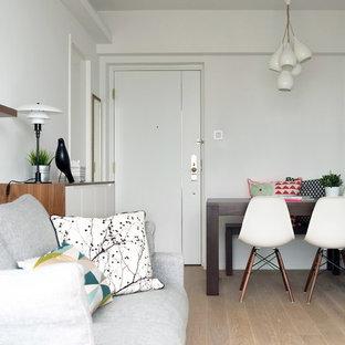 Esempio di un piccolo soggiorno minimalista con pareti bianche