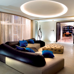 modern family room by SHH - Spence, Harris, Hogan Associates