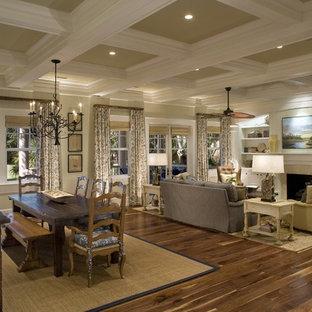 Ejemplo de salón abierto, clásico, con chimenea tradicional y pared multimedia