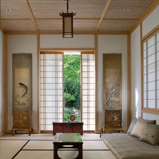 Esempio di un soggiorno etnico di medie dimensioni e chiuso con pareti bianche, sala formale e parquet scuro