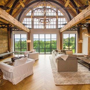 他の地域の大きいインダストリアルスタイルのおしゃれなLDK (白い壁、淡色無垢フローリング、標準型暖炉、コンクリートの暖炉まわり、埋込式メディアウォール、茶色い床) の写真
