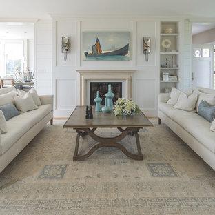 ポートランド(メイン)の中サイズのビーチスタイルのおしゃれな独立型リビング (フォーマル、白い壁、標準型暖炉、淡色無垢フローリング、テレビなし、茶色い床) の写真