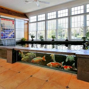 Ispirazione per un ampio soggiorno stile marino aperto con sala formale, pareti bianche e pavimento in terracotta