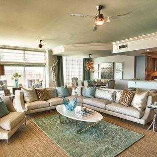 マイアミの中サイズのビーチスタイルのおしゃれなLDK (フォーマル、緑の壁、テラコッタタイルの床、暖炉なし、テレビなし、茶色い床) の写真